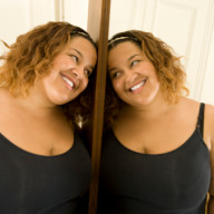 woman_smiling_on_mirror