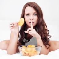 woman-eating-potato-chips-snacks_onlinemedical