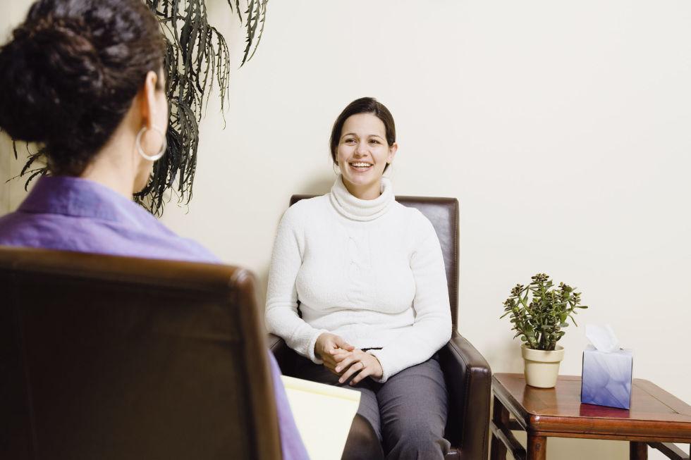 woman-talking-therapist